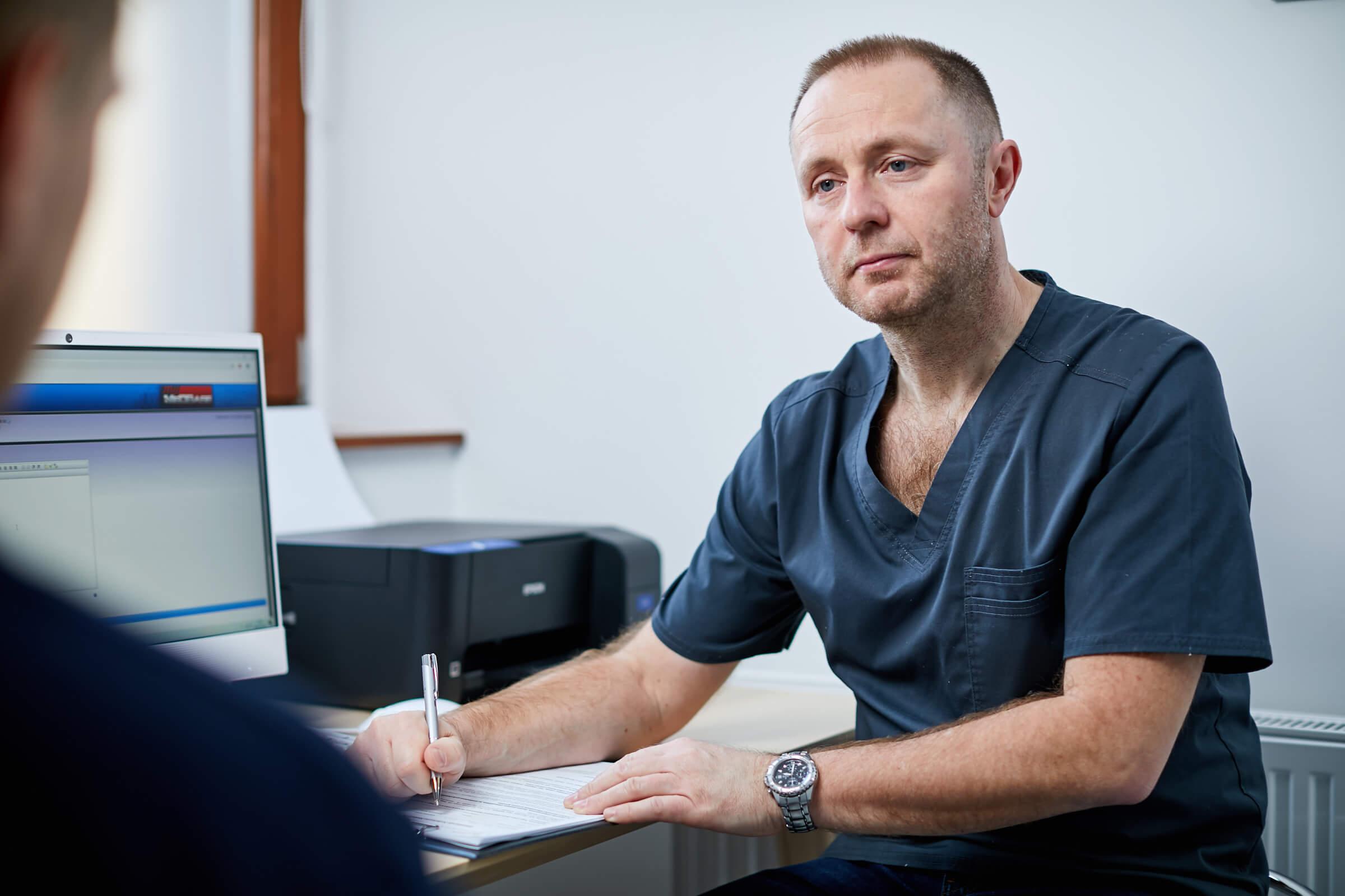 Dr. Trautmann Tibor urol�gia mag�nrendel�s k�zben.