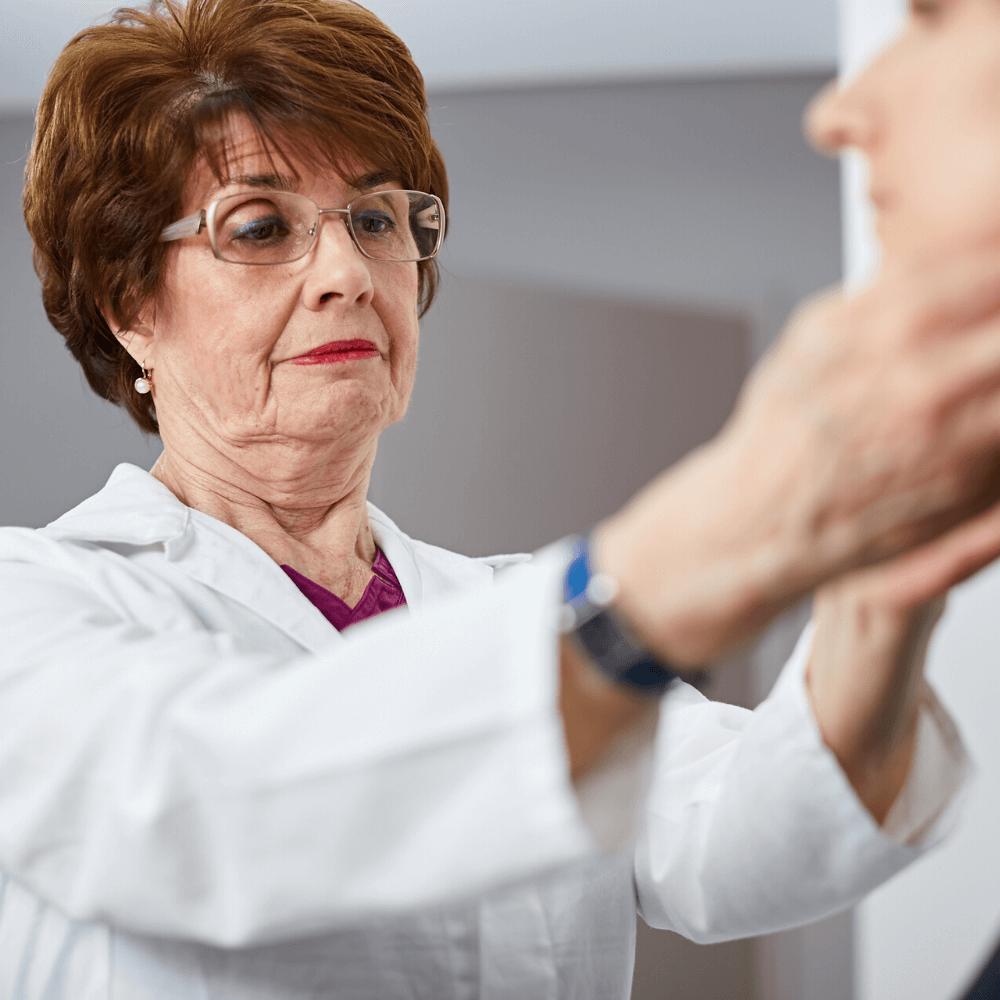 Belgyógyászat magánrendelés közben Dr. Nemes Zsuzsanna pécsi infektológus, belgyógyász