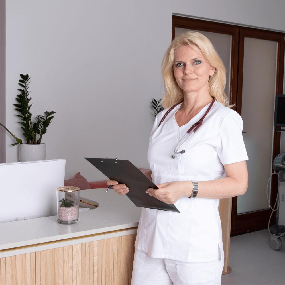 Tüdőgyógyászati szakrendelés közben Dr. Lovász Orsolya pécsi tüdőgyógyász.