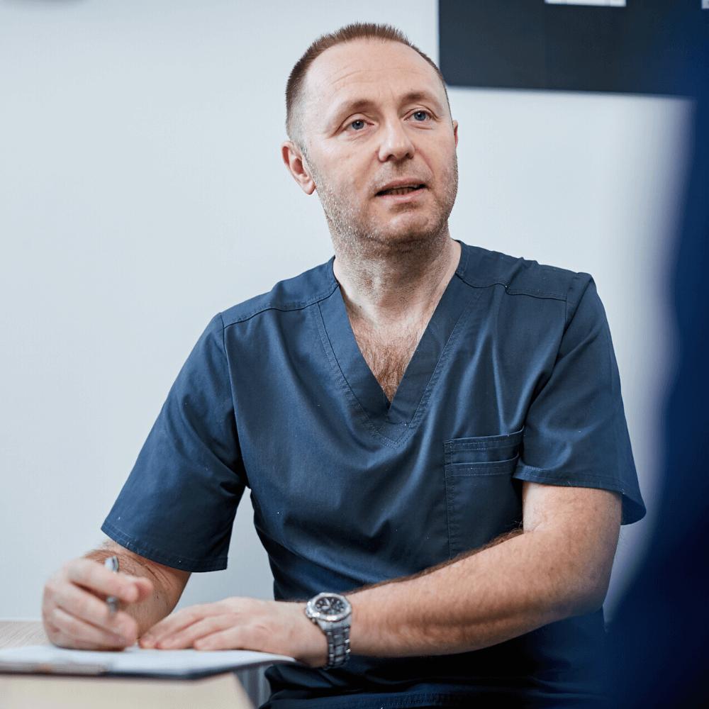 Urológia vizsgálat közben Dr. Trautmann Tibor pécsi urológus.